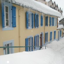 Chalet Les Cailloux under snow